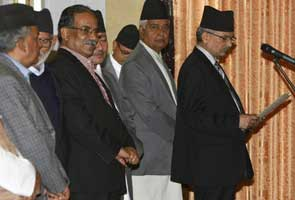 Nepal's Maoists to hand leadership to independent PM