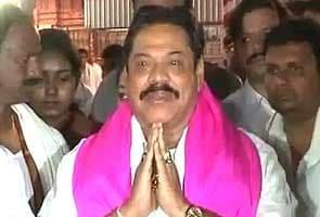 Mahinda Rajapaksa prays at Tirupati temple, returns to Colombo