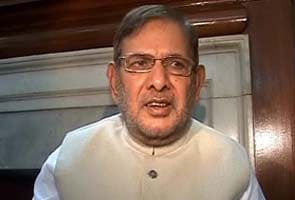 You are very beautiful, says Sharad Yadav to woman reporter