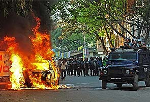 President Pranab Mukherjee visits Dhaka as clashes intensify