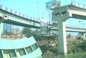 Large portion of Kolkata flyover collapses
