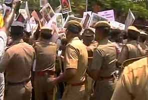 Hundreds of students arrested in Chennai for anti-Lanka protests
