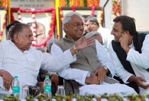 Mulayam Singh Yadav praises LK Advani, tells son Akhilesh to put house in order