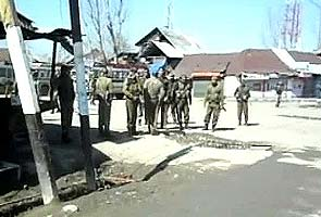 Two policemen killed by militants in Kashmir