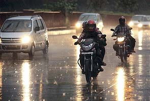 Delhi lashed by rains for second consecutive day