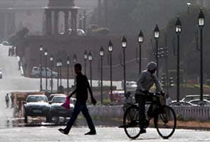 Clear morning in Delhi, rain likely
