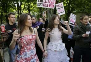 France legalizes gay marriage after harsh debate