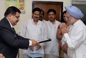 Prime Minister Manmohan Singh has no cash, owns a 1996 Maruti car