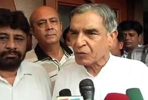 Pawan Kumar Bansal 'threatens' journalist, press club seeks apology