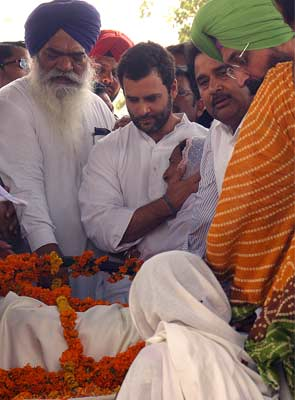 Sarabjit Singh's funeral draws thousands; Rahul Gandhi, Punjab Chief Minister present