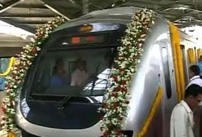 Mumbai Metro: trial run with train draped in flowers