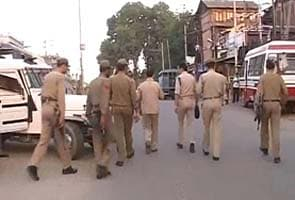 Lashkar militant killed in Srinagar encounter, three policemen injured