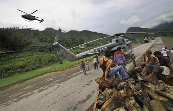 Uttarakhand: Near Kedarnath temple, helicopter lands with firewood for mass-cremation