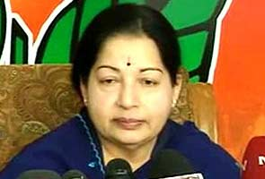 Jayalalithaa requests PM Manmohan Singh to help secure release of Tamil Nadu fishermen