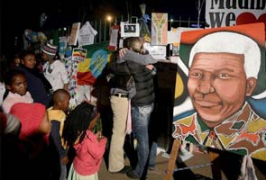 Nelson Mandela marks one month in the hospital, still remains critical