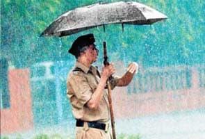 Cops banned from using umbrellas in Mumbai