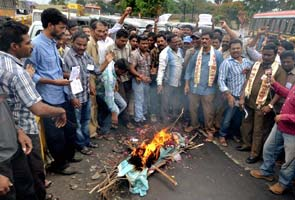 Telangana effect: 6 Andhra Pradesh ministers resign, anger on the streets