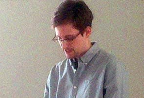US reporter claims he has huge cache of Edward Snowden files