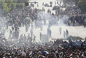 Egypt Islamists vow new demos as security forces besiege mosque; 80 dead in clashes