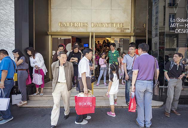 Chinese tourists spend, and offend, freely