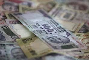UAE warns NRIs against taking rupees into India