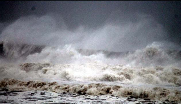 Cyclone Phailin makes landfall near Gopalpur in Odisha: latest developments