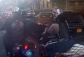 Motorcyclists pull over, beat SUV driver