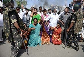 Telangana protests: Seemandhra in emergency mode, power crisis cripples hospitals, trains