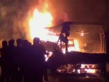 44 killed in fire on bus travelling from Bangalore to Hyderabad