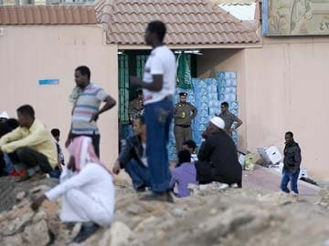 Saudi Arabia migrant crackdown closes shops, raises fears