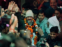 Cops called in to manage crowd outside Arvind Kejriwal's residence