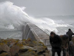 Winter storm delays flights, kills 5 in UK, France