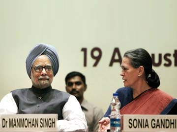 PM, Sonia Gandhi raise pitch for 2014 polls at key Congress meet