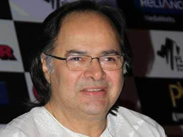 Actor Farooq Sheikh dies of heart attack in Dubai