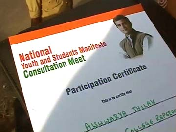 As battle 2014 heats up, Rahul Gandhi, AAP focus on Bangalore youth
