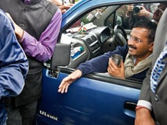 As supporters clash with cops, Arvind Kejriwal's cabinet meets in Wagon-R