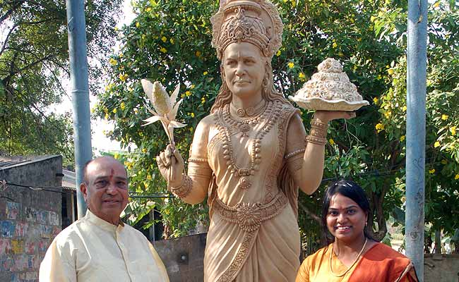 A 'Goddess Sonia' temple: Congress legislator's thank-you for Telangana decision