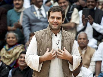 Rahul Gandhi interacts with labourers, street vendors; seeks inputs for Congress manifesto