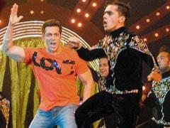 Don't pick on us: Shah Rukh Khan defends Salman Khan's performance in Mulayam's village Saifai