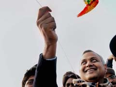 Delhi Law Minister Somnath Bharti skips meeting with women's commission to go kite-flying