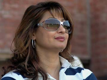 Sunanda Pushkar Tharoor found dead in Delhi hotel, post-mortem today