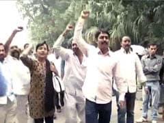 Telangana and Seemandhra supporters clash in Andhra Bhawan in Delhi