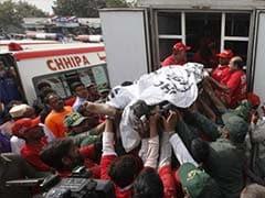 Blast aimed at Pakistani police bus kills 11, wounds 33