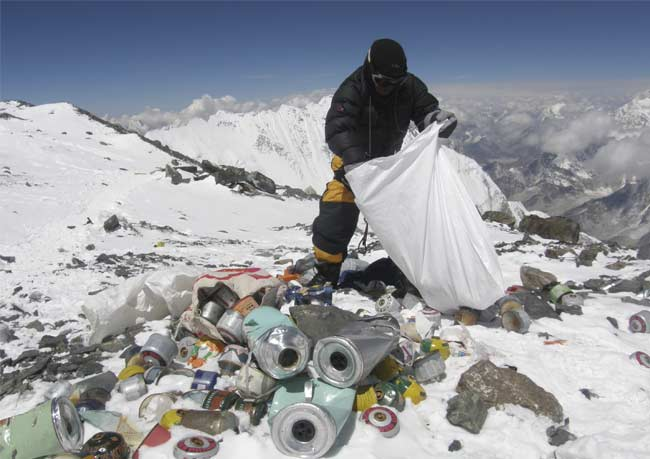 Nepal to force Everest climbers to collect rubbish