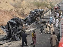 Pakistan bus accident leaves at least 10 dead