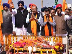 Arun Jaitley campaigns in Amritsar. No Navjot Singh Sidhu in sight.