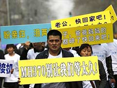 Relatives of missing plane passengers clash with police in Beijing