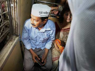 Chaos for aam aadmi as Arvind Kejriwal takes local train in Mumbai