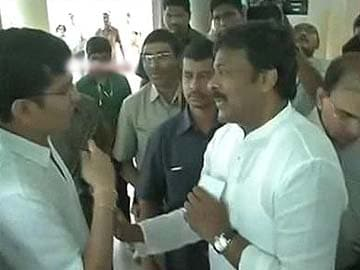 Applause as voter stops Chiranjeevi from jumping voters' queue