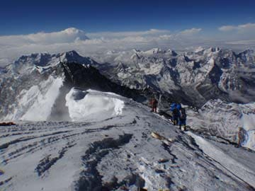 Death toll in Mount Everest avalanche rises to nine: official